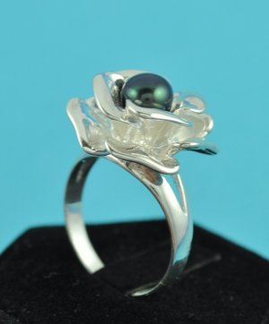 Sterling Silver & Black Freshwater Pearl Ring